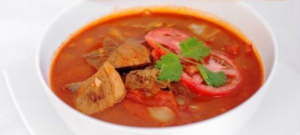 Суп с помидорами и мясом