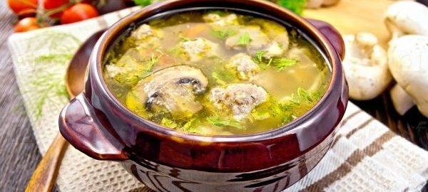 Суп с куриными фрикадельками и шампиньонами
