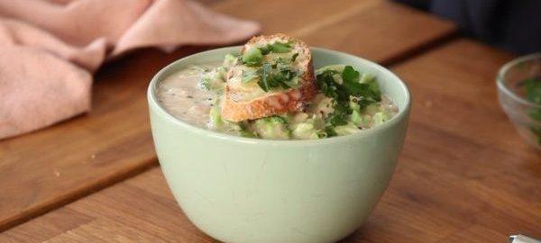 Первое блюдо в зеленой тарелке
