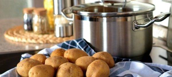 Картофель с кастрюлей