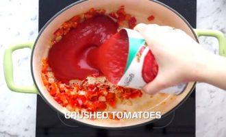 Добавляем томаты в суп