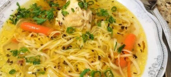 Суп с курицей, домашней лапшой и картошкой