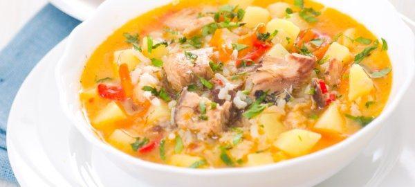 Суп с рыбными консервами и крабовыми палочками