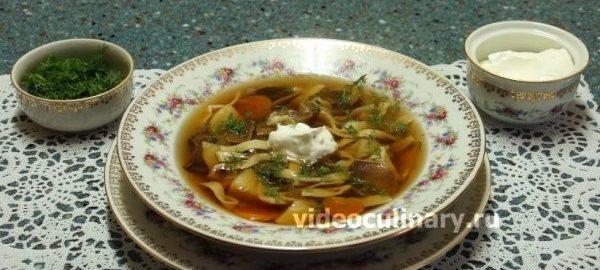 Грибной суп из боровиков со сметаной