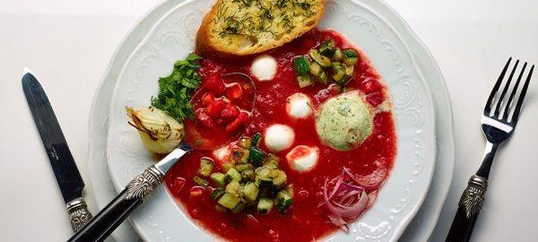 Суп с йогуртом, помидорами и сладким перцем