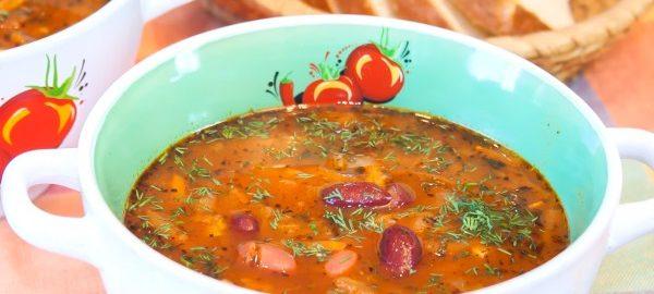 Суп с томатом и фасолью
