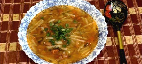 Фасолевый суп со свиными ребрышками