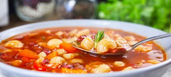 Томатный суп с макаронами и фасолью