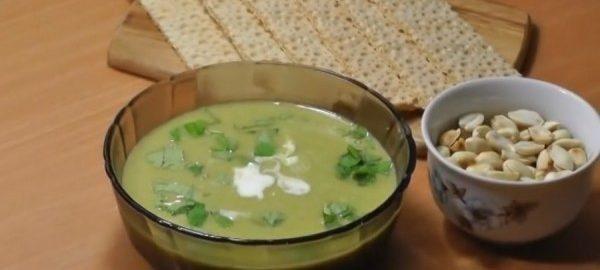Пюре со сметаной и зеленью в прозрачной пиале