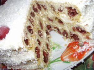 Трехэтажный десерт в разрезе