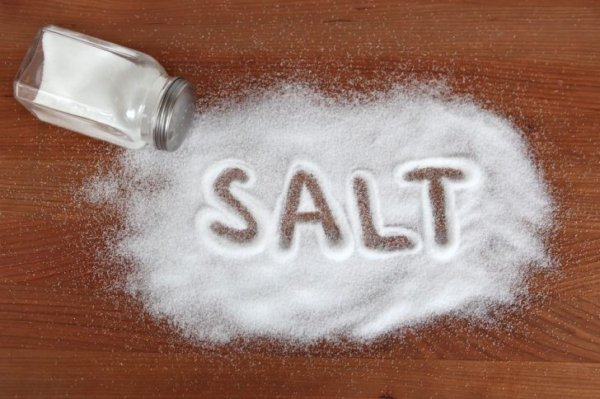 Надпись salt на столе