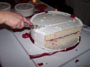 Нарезаем второй ярус тортика