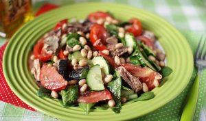 Вкусный салатик с рыбой