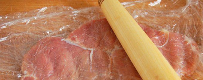 Отбиваем мясо дубинкой