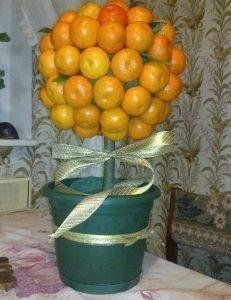 Декоративное дерево из мандаринок