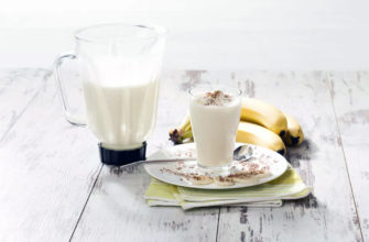 Замороженный банановый сплит коктейль