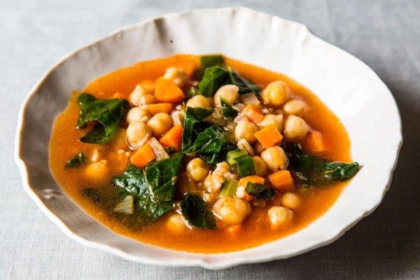 Суп с нутом, перловкой и овощами