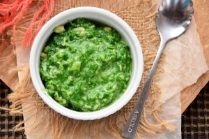 Соус из шпината и лука-порея